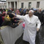 Papa Francesco ai ragazzi ambrosiani: «Testimoniate la vostra fede con gesti di carità»